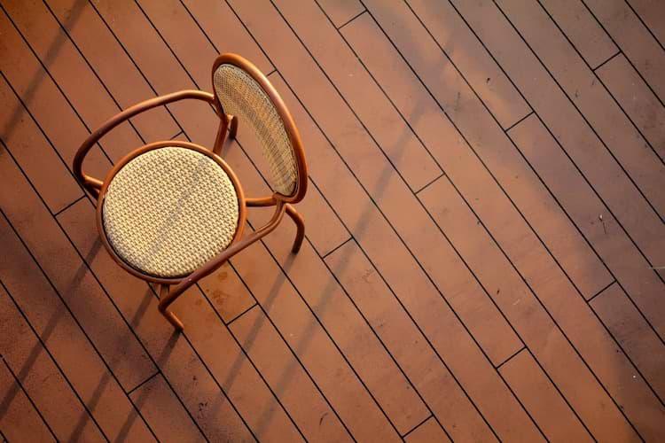 Stuhl auf Vinylboden