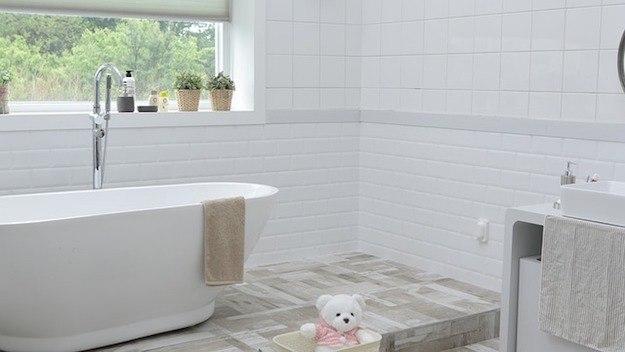 ᐅ Vinylboden im Bad und Dusche ›› Darauf unbedingt im ...